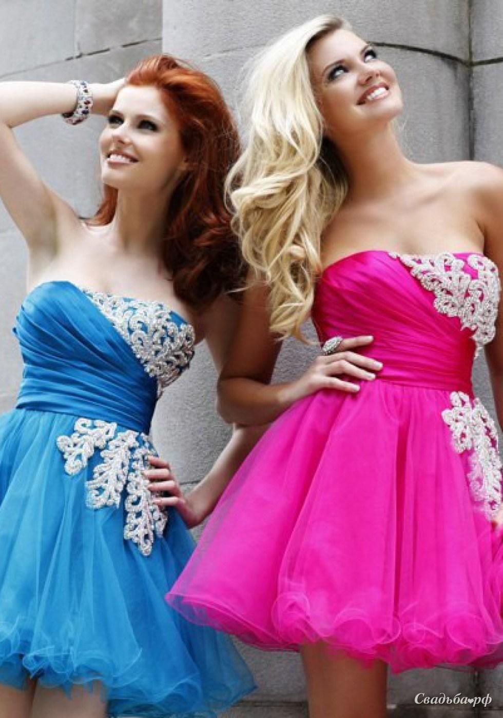 Красивые с подругой в платьях
